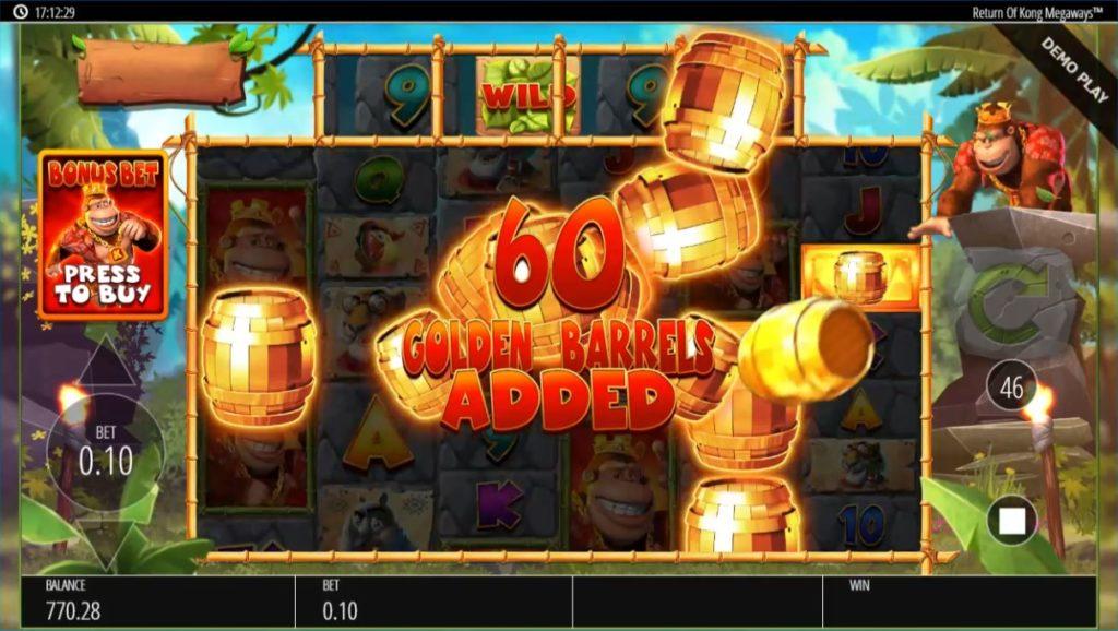 Return Of Kong Megawaysでコングが金の樽をリールに投げ入れる画像。